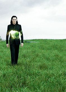I love how Loki's transformation is so chill and smooth and just amazing.I love how Loki's transformation is so chill and smooth and just amazing.and Thor ain't even in the picture here and he still manages to take over hahaha Loki Marvel, Loki Thor, Marvel Dc Comics, Captain Marvel, Captain America, Loki Laufeyson, Loki God Of Mischief, Tom Hiddleston Loki, Film Serie