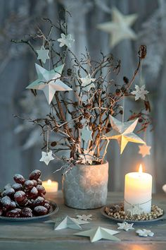 DIY: Creative Christmas decorations with stars decorations - Christmas Decorations Natural Christmas, Christmas Mood, Noel Christmas, Rustic Christmas, Christmas Crafts, Winter Holiday, White Christmas, Christmas Cookies, Navidad Natural
