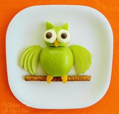 Kitchen Fun With My 3 Sons: Apple Owl .Hoot Hoot Eat Some Fruit! cute snacks for kids Edible Crafts, Food Crafts, Edible Food, Edible Art, Kids Crafts, Cute Food, Good Food, Funny Food, Awesome Food