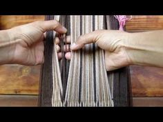 Torsión de flecos - YouTube Inkle Loom, Weaving Techniques, Weaving Patterns, South America, Fiber Art, Display Ideas, Nifty, Closure Weave, Colorful