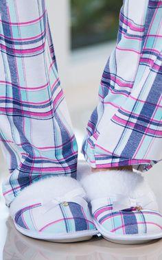 JAMILLA! Pantufa com solado antideslizante personalizado. Interior e lapela de pelúcia com laço de gorgurão.
