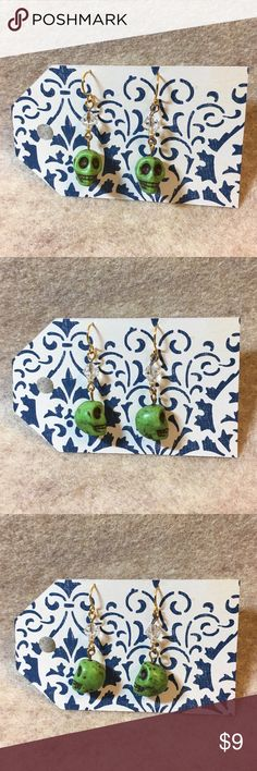 Green Skull 💀 Earrings Handmade green skull earrings. Measure just a little over 1.5 inches. Handmade Jewelry Earrings