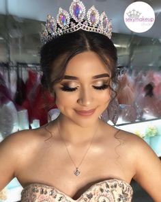 To avoid unpleasant surprises on your quince day, you must try the ing quinceanera makeup ideas according to the color of your dress! Braided Hairstyles Updo, Sweet 15 Hairstyles, Quince Hairstyles, Updo Hairstyle, Braided Updo, Prom Hairstyles, Quincenera Makeup, Pretty Quinceanera Dresses, Quinceanera Ideas