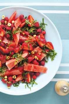 Watermelon, hazelnut, berry, and Mint Salad. I would make this a watermelon, strawberry and basil salad Vegetarian Recipes, Cooking Recipes, Healthy Recipes, Vegan Brunch Recipes, Plats Healthy, Healthy Snacks, Healthy Eating, Think Food, Summer Salads