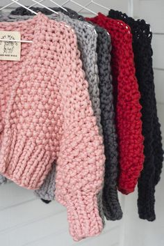 Diy kit super cropped cardigan merino no 5 loopy mango stay warm this season and skimp on the scarf turtlenecks are the best way to bundle ! Vogue Knitting, Hand Knitting, Knitting Patterns, Knitting Tutorials, Stitch Patterns, Crochet Patterns, Mode Crochet, Knit Crochet, Crochet Granny
