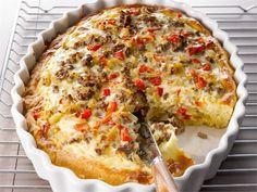 Jauhelihapiiras maistuu iltapalana, mutta ruokaisuutensa ansiosta se sopii myös kunnon ateriaksi, kun sen kanssa tarjoaa reilua salaattia.