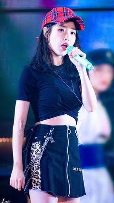 K-Pop Babe Pics – Photos of every single female singer in Korean Pop Music (K-Pop) Iu Fashion, Star Fashion, Fashion Models, Trendy Fashion, Kpop Outfits, Korean Outfits, Kpop Girl Groups, Kpop Girls, Cute Korean