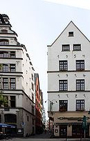 Lintgasse (Lint Alley) at Alter Markt; left: Gaffel Brewhouse. The alley's in the Old Town of Köln, Nordrhein-Westfalen, Deutschland.