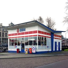 Benzinestation Turfsingel www. Dutch People, Old Garage, Holland Netherlands, Abandoned Buildings, Modern Buildings, Gas Station, Old Town, Art Deco, New Homes