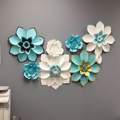 Some of the paper flowers I made for @storybook_bliss breakfast at Tiffany's photoshoot. So excited. Can't wait to see how it will be setup. #paperart #eventbackdrop #eventdesign #art #handmade #paperartist #interiordecor #weddingdecor #handmadeisbetter #paperflowers #paperflowerwall #flowersofinstagram #flowerstagram #flowerbackdrop #eventdecor #partyplanner #event #eventplanner #poshpaperflowers #partyplanners #minnesotaartist #luxurywedding #fivestarwedding #photography #minnesotawedd...