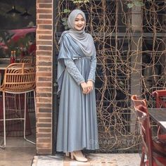 here you find simple dress all is fashionable and cute ❤❤ Hijab Prom Dress, Dress Brukat, Muslimah Wedding Dress, Hijab Evening Dress, Muslim Wedding Dresses, The Dress, Dress Outfits, Dress Brokat Muslim, Dress Brokat Modern