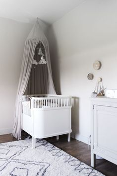 Baby Room Decor, Nursery Decor, Baby Room Neutral, One Bedroom, Scandinavian Style, Bassinet, Toddler Bed, Sleep, Kids