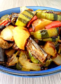 Légumes rôtis (un pur délice) - Expolore the best and the special ideas about Healthy recipes Grilling Recipes, Meat Recipes, Healthy Recipes, Roasted Vegetables, Veggies, Chicken Alfredo, Greek Recipes, Healthy Cooking, Casserole Recipes