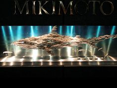 Mikimoto, Ginza, Tokio   What the shark guards...    ミキモト 本店