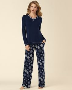 I see snowflakes!!! (Soma Intimates Embraceable Pajama Set Ornate Snowflake #somaintimates)
