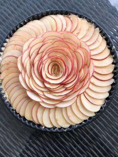 Η ποιο τέλεια μηλόπιτα κέικ αφράτη και λαχταριστή που έχετε φάει ποτέ, θα την λατρέψετε.. - Χρυσές Συνταγές Greek Recipes, Pie, Desserts, Food, Torte, Tailgate Desserts, Cake, Deserts, Fruit Cakes
