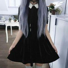 Look at that goth velvet dress! So pretty!