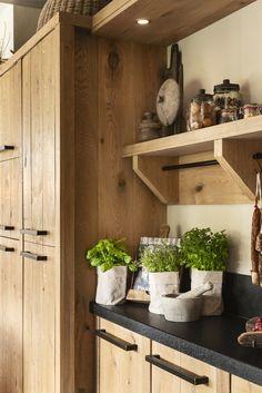 Home Decor Kitchen, Kitchen Furniture, Kitchen Interior, Home Kitchens, White Wood Kitchens, Cabinet Door Styles, Cocinas Kitchen, Diy Bedroom Decor, Kitchen Remodel