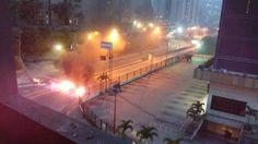 ¡EN REBELIÓN POPULAR! San Antonio de Los Altos libra batalla campal por sexta noche consecutiva - Resistencia Venezuela