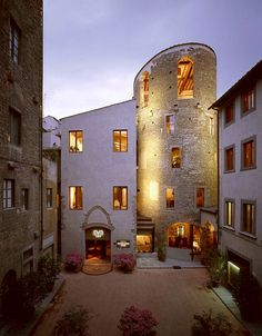 Hotel Brunelleschi Firenze- to my knowledge, this round tower in the picture was a prison for women