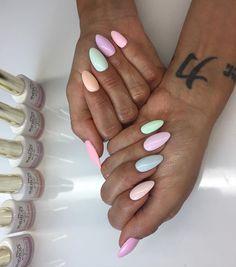 Nie mogłam się zdecydować ,więc zaszalałam i na każdym paznokciu inny kolor z kolekcji @indigonails by Natalia Siwiec UWIELBIAM❣ Paznokcie @nailsbykorzeniowska
