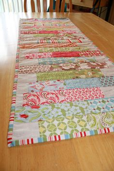 It's completed, quilted and binded. Patchwork Table Runner, Table Runner And Placemats, Table Runner Pattern, Quilted Table Runners, Easy Quilts, Small Quilts, Mini Quilts, Quilting Tutorials, Quilting Projects