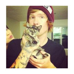 Mah lil ginger princess Alan Ashby with a cat Love Band, Cool Bands, Like Bryan, Kitten Drawing, Alan Ashby, Austin Carlile, Music Is My Escape, Ginger Men, Of Mice And Men