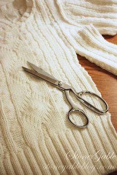 StoneGable: SWEATER PILLOW TUTORIAL