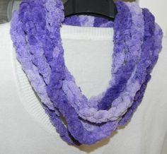 Sciarpa collana in ciniglia toni del viola