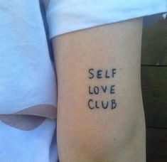 sporting their club tattoo ✨CLUB RULES ✨You must always show yourself respect, love, forgiveness and understanding. Club Tattoo, Poke Tattoo, Get A Tattoo, Tattoo 2017, Mini Tattoos, Small Tattoos, Cool Tattoos, Tatoos, Miami Ink Tattoos
