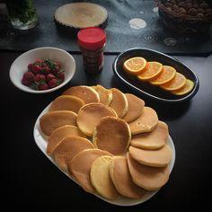 pancake...   2 yumurta | 4 yemek kaşığı toz şeker | 2 su bardağı un | 1 su bardağı süt | 1 paket vanilya | 1 paket kabartmatozu | Bir tutam tuz
