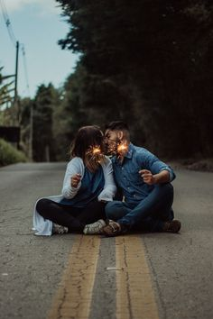 Wedding Couple Poses, Couple Photoshoot Poses, Pre Wedding Photoshoot, Couple Posing, Wedding Pics, Wedding Couples, Cute Couple Images, Couples Images, Couple Pictures