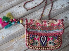 Lovely bohemian bag with a tribal twist. Made from a variety of kilims. Love this :) Maybe I could make one?!