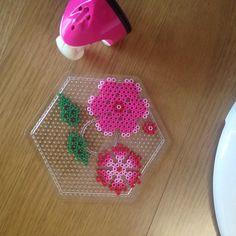 3D Flower perler bead pattern by reeeeal_ - Done: https://de.pinterest.com/pin/374291419014246864/