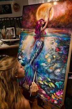 En sus pinturas, Lindsay Rapp Gallery relaciona la belleza del agua con la deidad femenina. Sus pinceladas imitan expresiones del agua a través de cómo pinta, creando corrientes y fluidez.