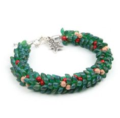 Christmas Wreath Kumihimo Bracelet -- Free tutorial from Beads Direct