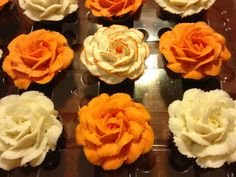 How gorgeous are these cupcakes made by Sweet Serenity. Using our 6 cavity mini cupcake containers.