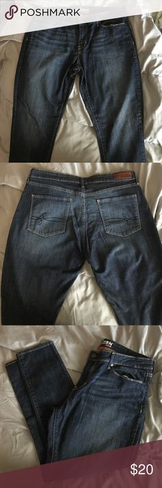 Denizen from Levi's Ankle Skinny Jeans Denizen from Levi's Ankle Skinny Jeans. Excellent condition worn once Levi's Jeans Ankle & Cropped