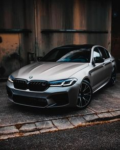 Bmw Classic, Old Classic Cars, Super Pictures, New Luxury Cars, Bmw Wallpapers, Sport Cars, Suv Cars, Bmw M5, Car Wrap