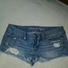 American Eagle Shorts EUC Shortie distressed cute festival shorts American Eagle Outfitters Shorts Jean Shorts