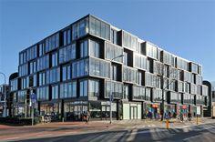 Te koop: Besterdplein 27-05, Tilburg - Hendriks Makelaardij - Modern, instapklaar twee-kamer-appartement nabij het centrum met ruime wintertuin en luxe badkamer. Het appartementencomplex, welke dateert uit 2011, biedt toegang tot enkele gemeenschappelijke ruimten waaronder, dakterras, fitnessruimte, sauna en wasruimte. U bevindt zich werkelijk op loopafstand van alle denkbare voorzieningen die de stad rijk is.