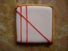 University of Cookie: How to Pipe Straight Lines with Royal Icing : a video tutorial Cookie Tutorials, Cake Decorating Tutorials, Cookie Decorating, Cookie Tips, Cookie Ideas, Decorating Ideas, Fancy Cookies, Iced Cookies, Sugar Cookies