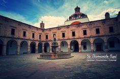 El Palacio Clavijero, es uno de los más importantes monumentos arquitectónicos de #Morelia su gran patio, con siete arcos en cada lado, es el mayor entre los edificios jesuitas de #México.
