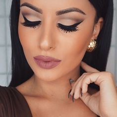 cut crease makeup, mauve lips