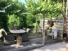Rural garden with wooden terraces Though early throughout concept, the actual pergola may be having Gazebo Pergola, Metal Pergola, Wooden Pergola, Backyard Sheds, Outdoor Sheds, Garden Care, Timber Roof, Wooden Terrace, Amazing Gardens