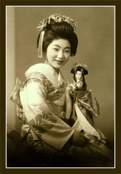 About Japan Japanese History, Japanese Beauty, Japanese Culture, Geisha Kunst, Geisha Art, Vintage Pictures, Old Pictures, Old Photos, 1920s Photos