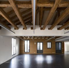 Rehabilitation of the official college of surveyors and technical architects of Madrid. Díaz y Díaz Arquitectos. Refurbishment. Wood beam. Ceiling. Office. Heritage. Architecture https://www.diazydiazarquitectos.com/proyectos/rehabilitacion-reforma-colegio-aparejadores-arquitectos-tecnicos-madrid-coaatm/