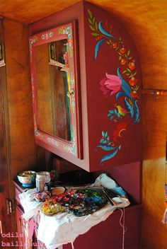 Caravan Makeover 343610646561056847 - Odile Bailloeul Source by obailloeul Painted Chairs, Hand Painted Furniture, Painted Floors, Diy Furniture, Painting Furniture, Diy Painting, Armoire Entree, Travel Trailer Decor, Gypsy Home