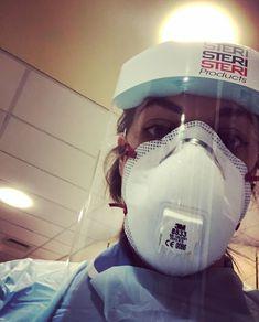 Gas Mask Girl, White Face Mask, Respirator Mask, Rain Wear, Jennifer Aniston, Mascara, Cute Girls, Masks, Medical