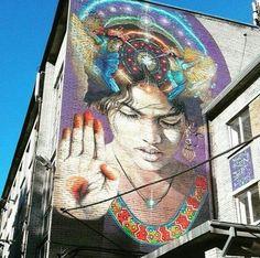 Nuova opera dello street artist argentino Martin Ron a Tallinn, Estonia